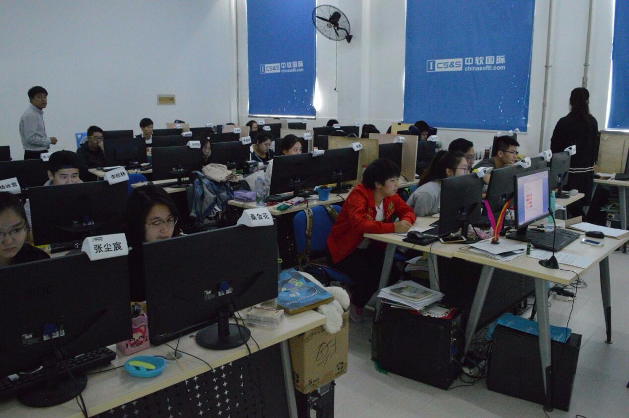 大连中软卓越近600名学员迎来第一次月考
